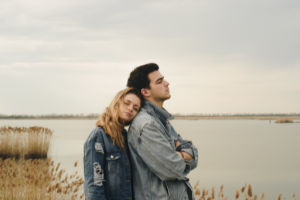 12 Signs You're Coming on Too Strong in a Relationship